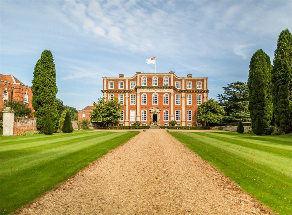 Venue that Lewis performs at in Buckinghamshire